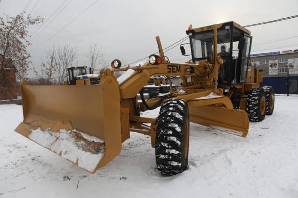Автогрейдер для очистки снега и услуги по вывозу снега